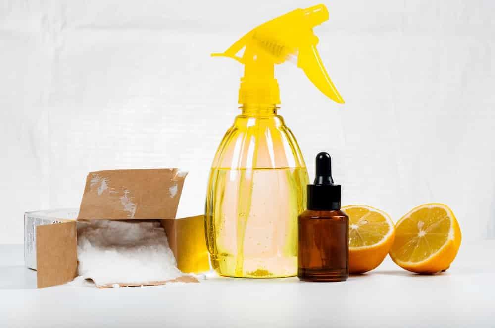 Urinflecken entfernen mit Backpulver und Zitrone