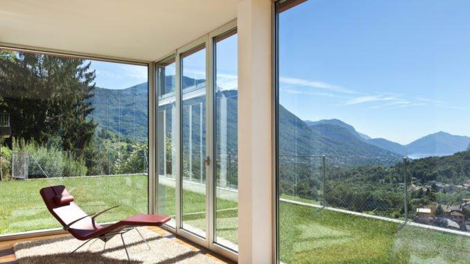 Fensterfront mit tollem Ausblick