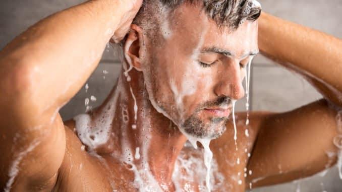 Entspannen mit Badradio in Dusche
