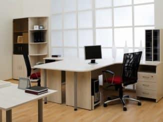 Eine Schreibtischstuhl Unterlage schont den Boden