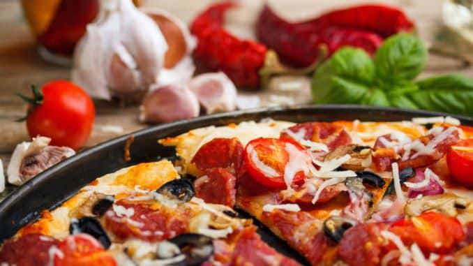 Pizza aus der Pizzapfanne