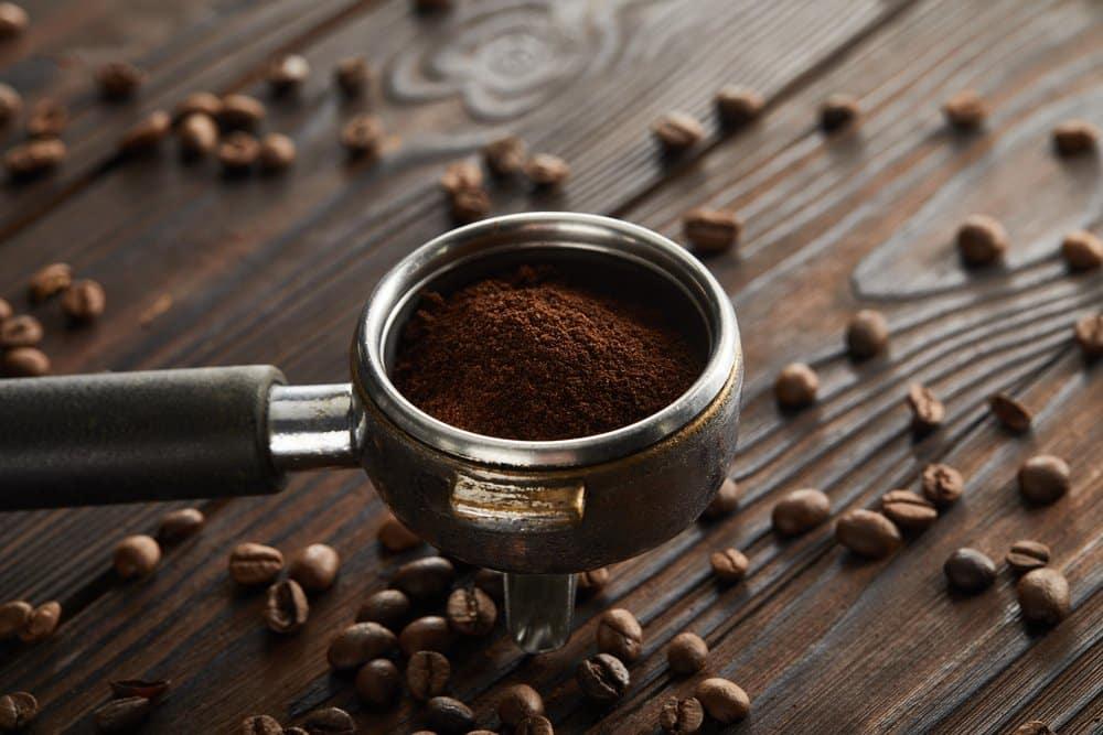 frisch gemahlener Kaffee für eine Siebträgermaschine
