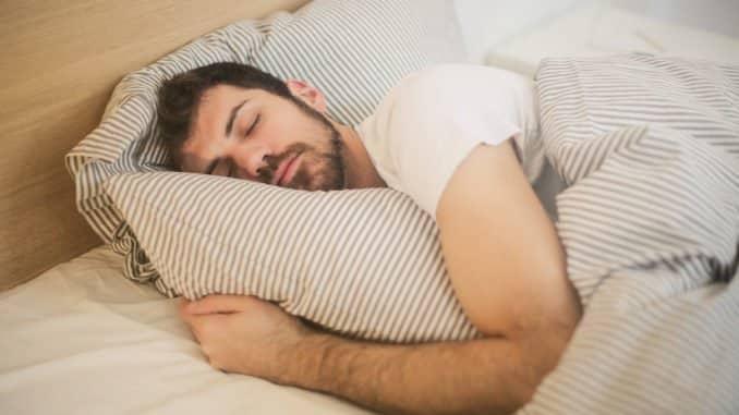 Ruhiger schlafen dank einer Therapiedecke