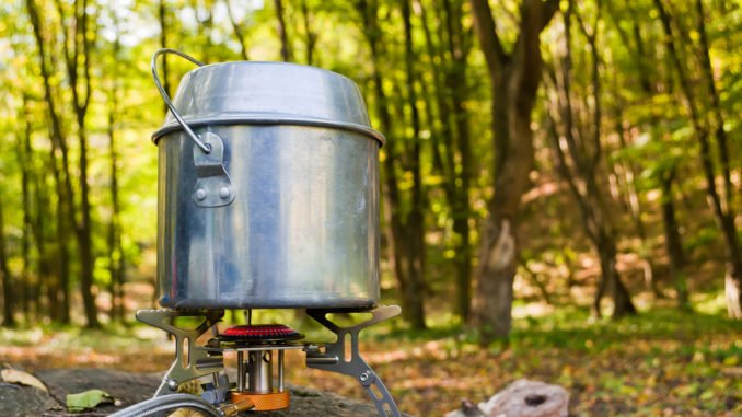 Gaskocher mit Stechkartuschen Adapter