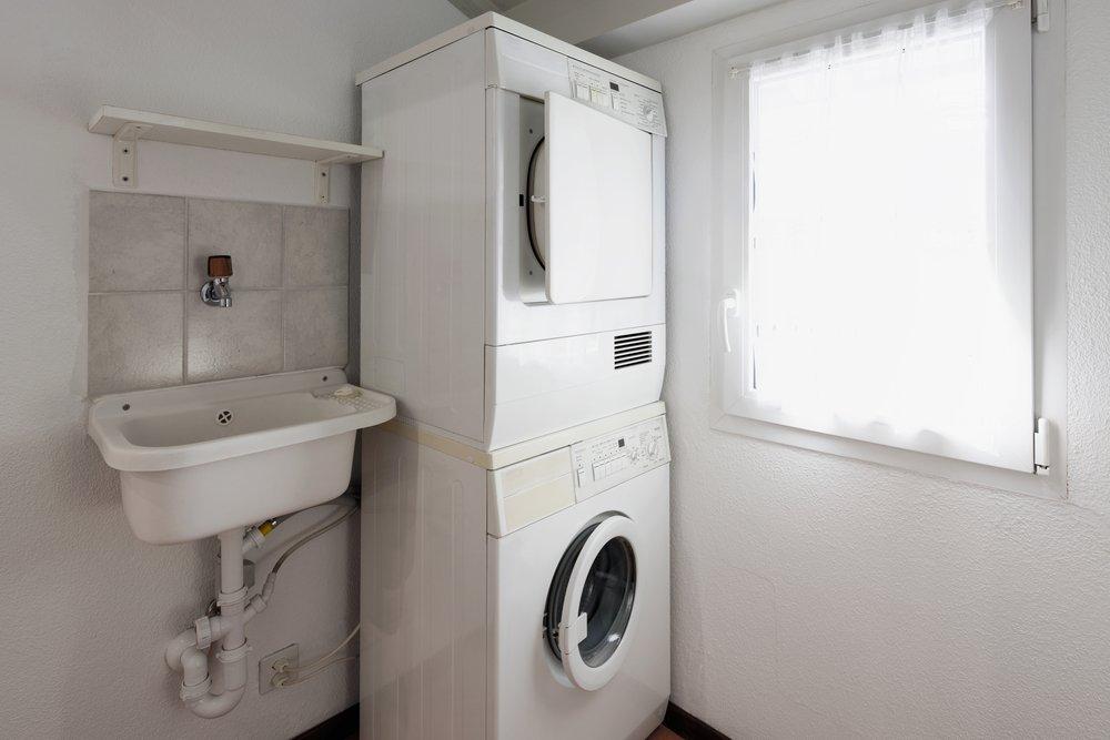 Verbindungsrahmen um Waschmaschine und Trockner übereinander stellen zu können