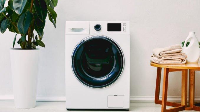 Waschmaschine auf Antivibrationsmatte