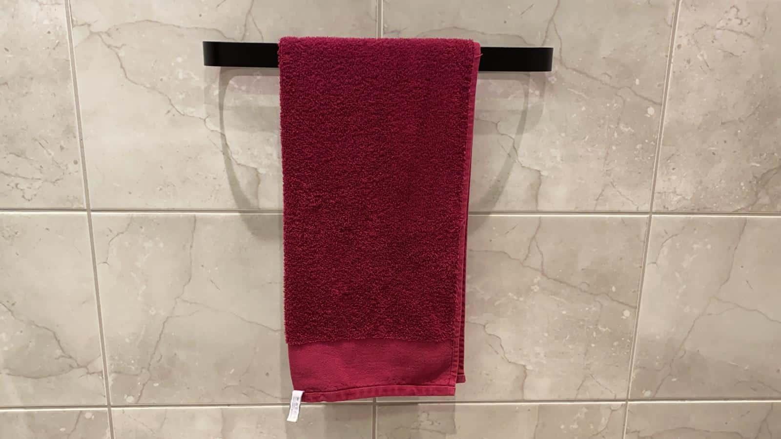 Handtuchhalter ohne Bohren im Bad