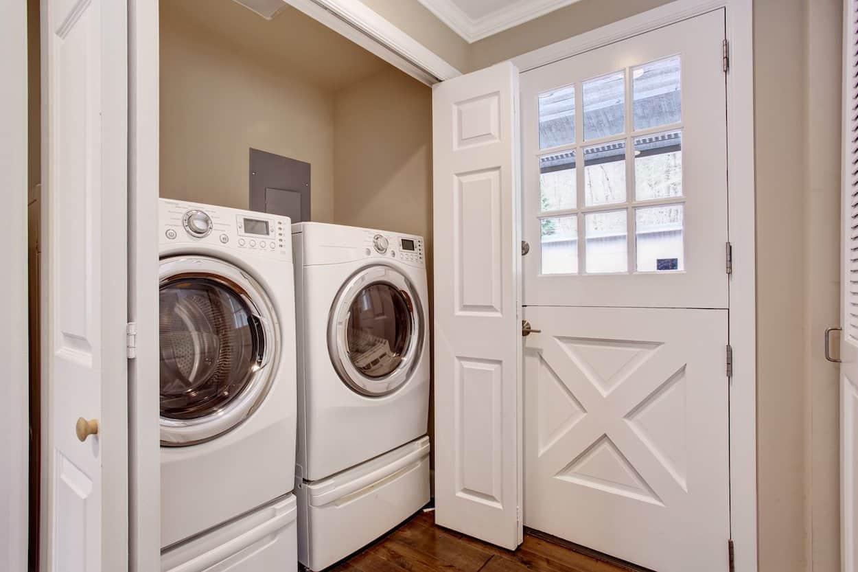 Waschmaschine mit Untergestell