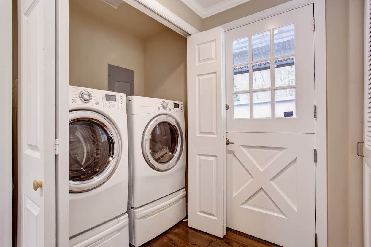 Waschmaschine mit Unterschrank