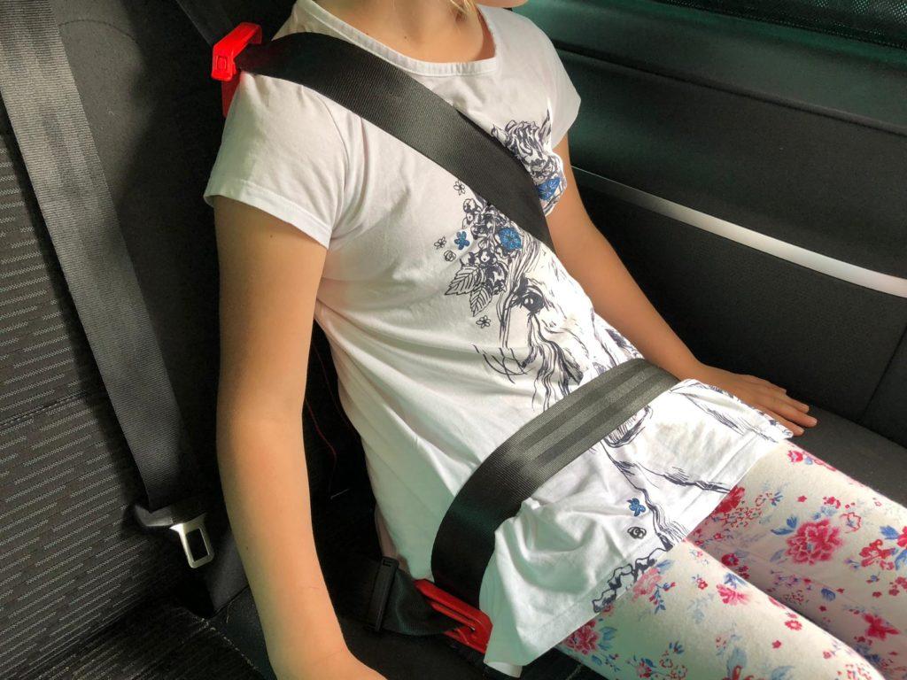 mifold Kindersitz im Auto montiert