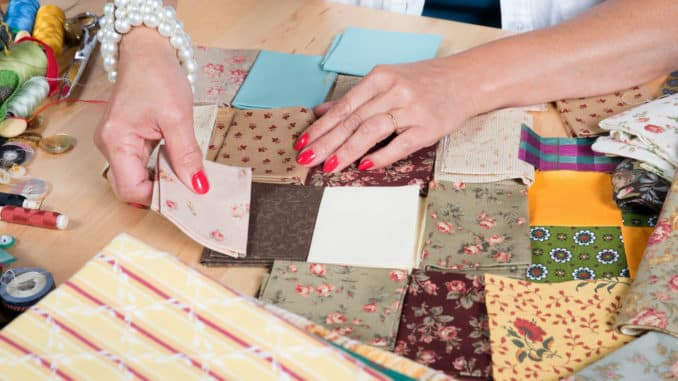 Patchwork Decke in Handarbeit