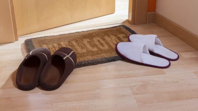 Eine Schuhmatte findet man in vielen Haushalten