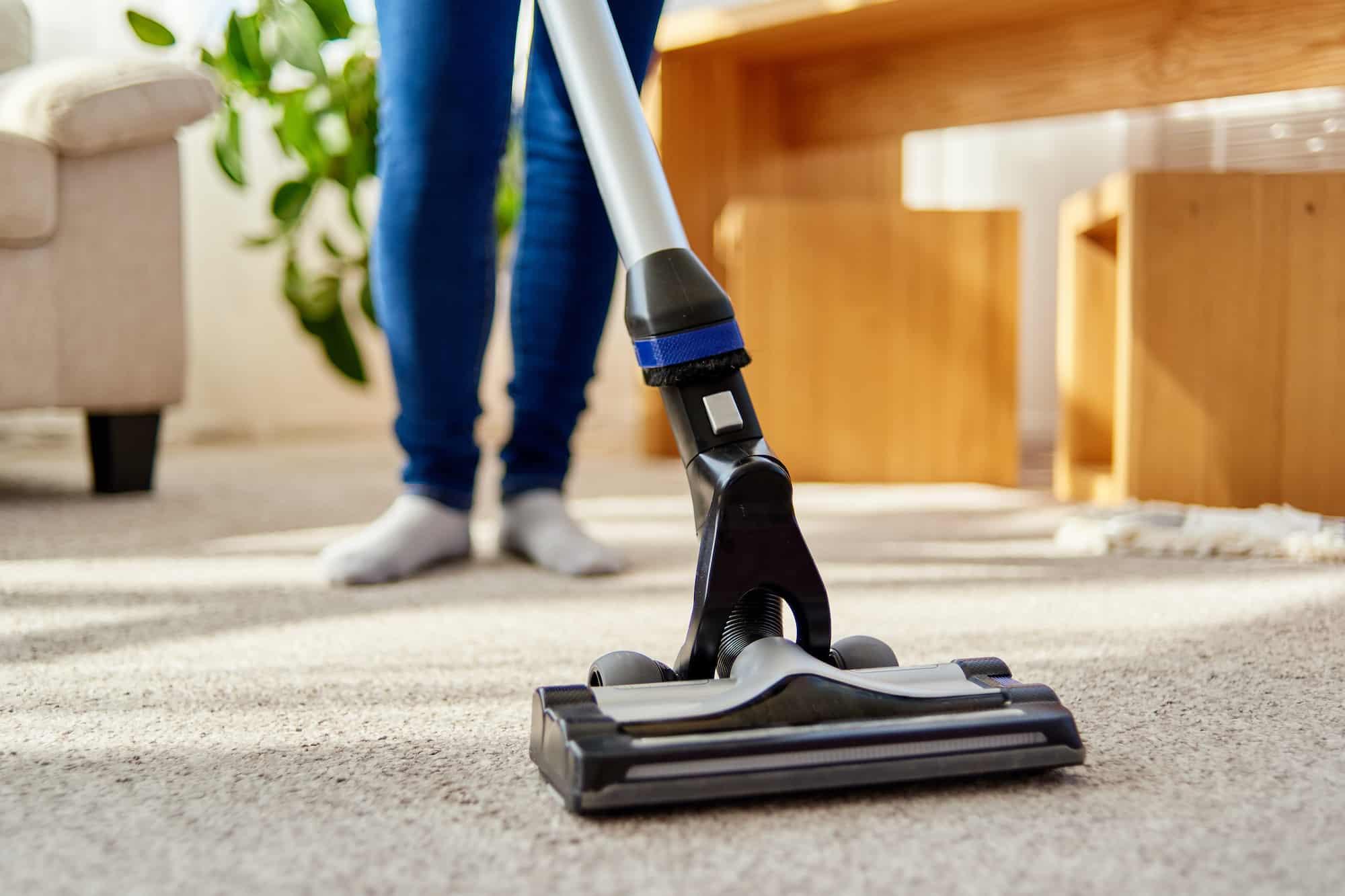 Oft wird ein Teppichkehrer auch mit einem Staubsauger verwechselt